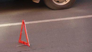 Photo of Легковушка на трассе сбила женщину