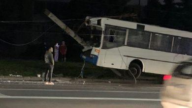 Photo of Автобус врезался в столб линии электропередач