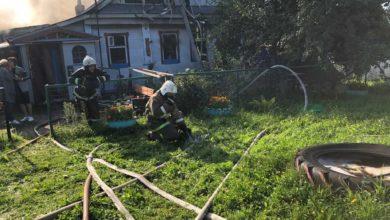 Photo of Пожарные спасли человека из горящего дома
