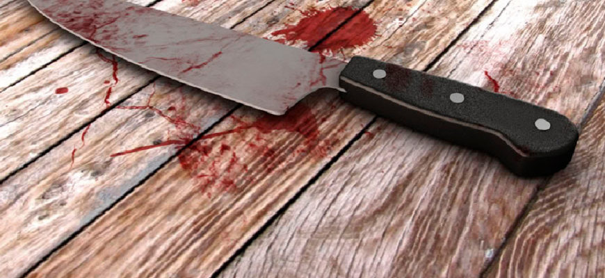 нож в крови,