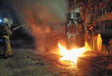 Photo of Назад в 90-ые: ночью сгорел ещё один пассажирский микроавтобус
