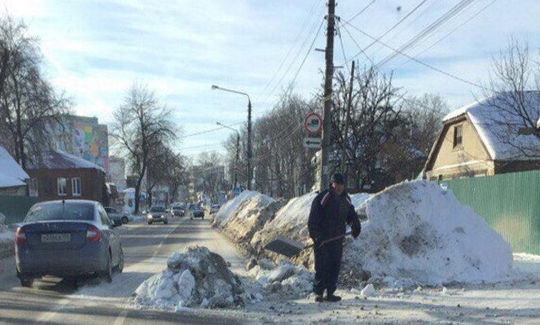 выброс снега на дорогу,снег на дороге,