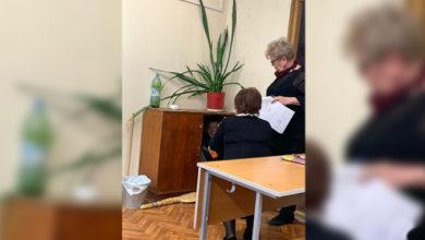 Photo of Учительница закрыла ученика в тумбочке и не выпускала его весь урок