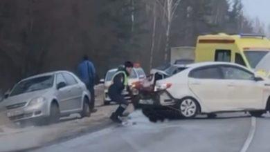 Photo of Видео: На трассе столкнулись 3 автомобиля, имеются пострадавшие