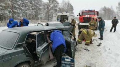 Photo of Спасатели извлекали из искореженного металла 3 человек после лобового столкновения