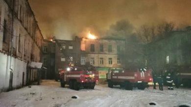 Photo of Видео: Из горящего многоквартирного дома пожарные спасли 7 человек и эвакуировали 80