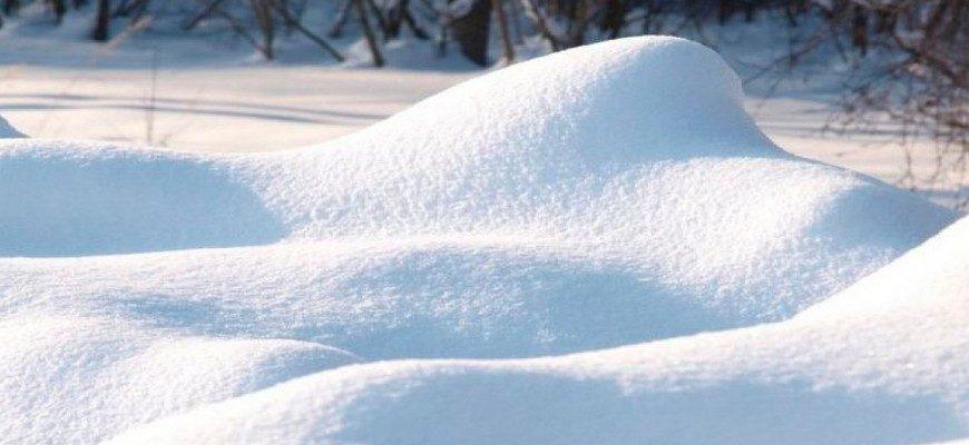 много снега, сугроб, сугроб снега,