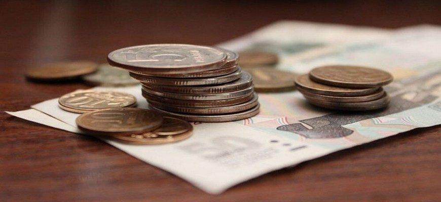 выплаты, деньги на столе,