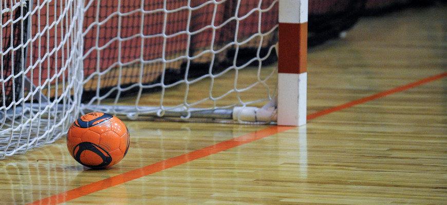 мяч в воротах, футбольный мяч в воротах, мини-футбол, футбол,