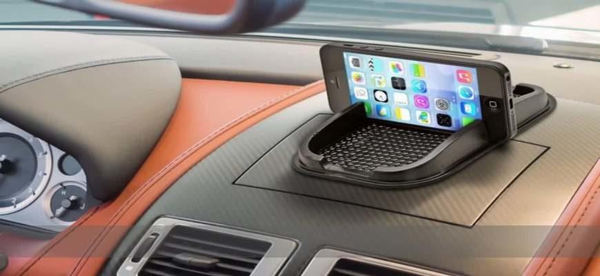 телефон в машине,