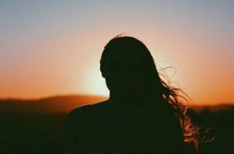 силуэт женщины, женщина, женщина и восход солнца, какие они женщины, девушка, тень девушки, девушка на фоне солнца, женщина на фоне солнца, тень женщины,